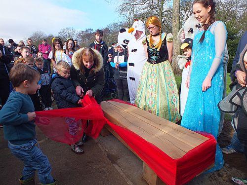 Skye memorial bench (10)